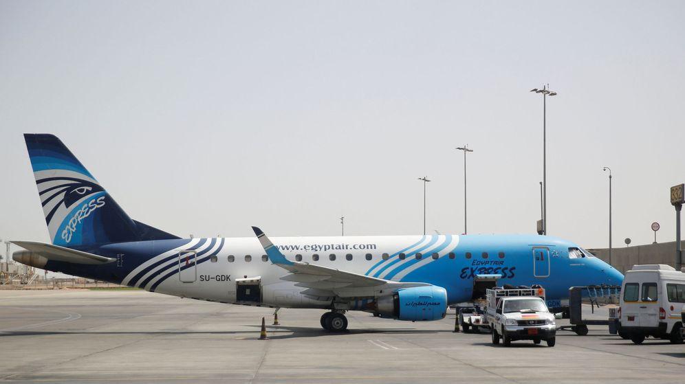 Foto: Avión de EgyptAir en el aeropuerto de El Cairo. (Reuters)