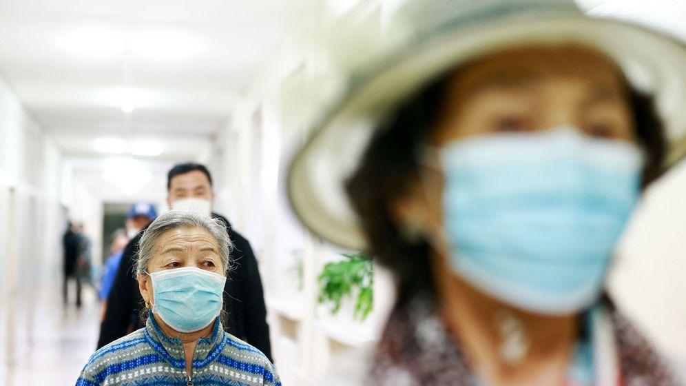 Foto: Varios votantes en Mongolia, donde se celebraron las elecciones al Parlamento en plena crisis del coronavirus