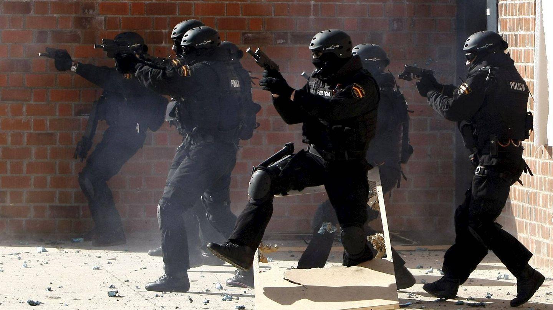 Entrenamiento del GEO en su cuartel de Guadalajara (EFE).