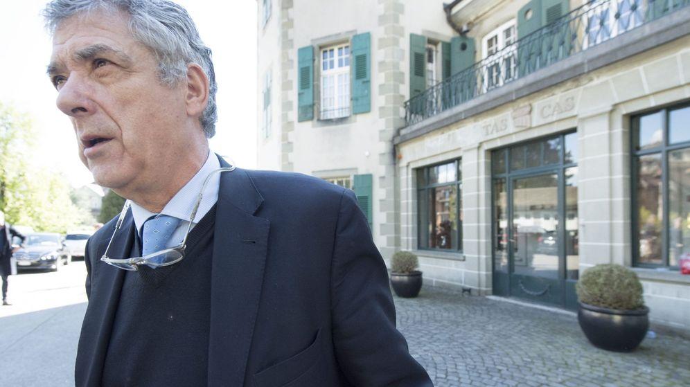 Foto: Villar, tras testificar en el TAS a favor de Platini (EFE)