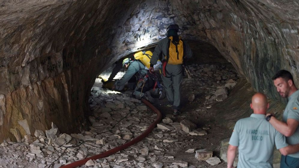 Foto: La Guardia Civil localizó al joven alemán en el interior de una cueva (EFE/Antonio García)