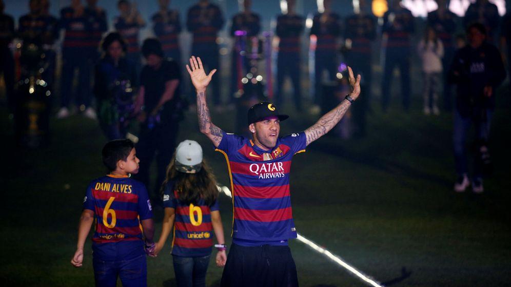 Foto: Dani Alves en la fiesta de fin de temporada del Barça (Albert Gea/Reuters)