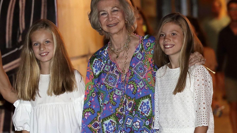La reina Sofía con Leonor y la Infanta. (EFE)