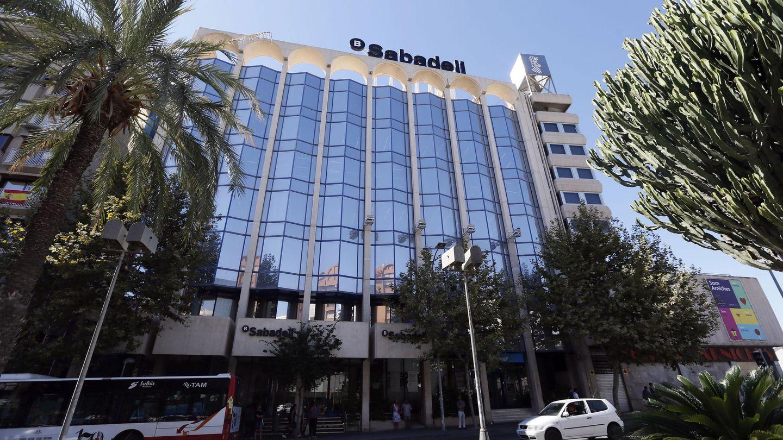 Edificio de la nueva sede del Banco Sabadell en Alicante. (EFE)