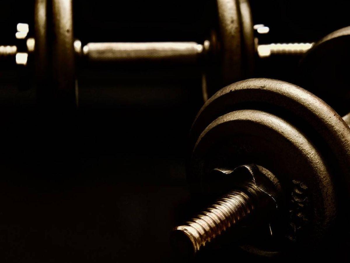 Foto: Las mancuernas te ayudan a fortalecer tu cuerpo (Foto: Pixabay)