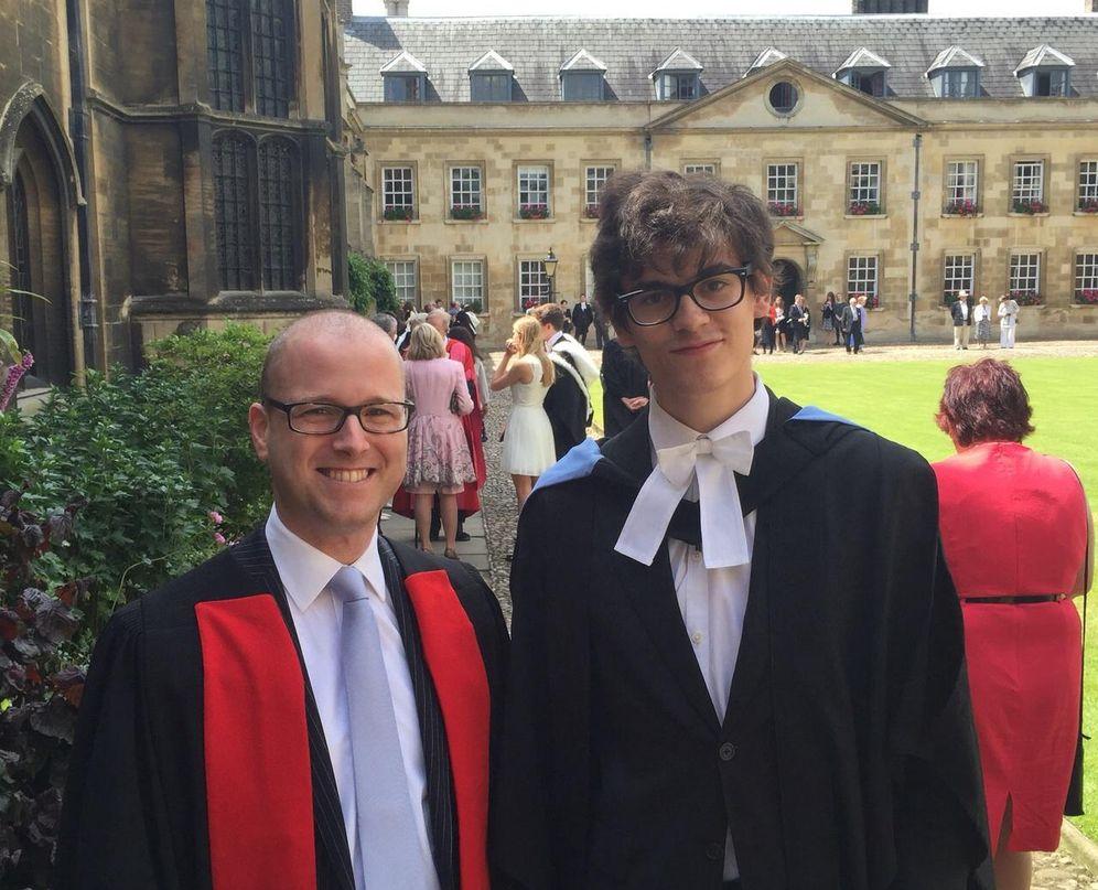 Foto: Pablo Boixeda durante su graduación en Cambridge. (Imagen cedida por Pablo Boixeda)