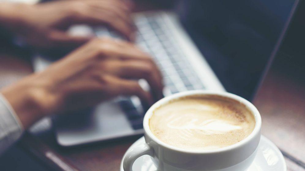Foto: El truco del café en las entrevistas del trabajo puede condenarte. (iStock)