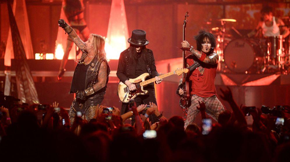 Foto: Vince Neil, Mick Mars, Nikki Sixx y Tommy Lee en acción.