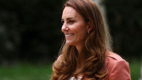 Vaqueros y zapatillas: así reinventa Kate Middleton su outfit para citas oficiales