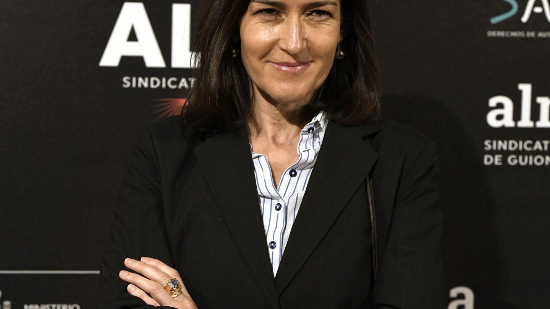 La exministra Ángeles González-Sinde posa a su llegada a la primera edición de los Premios del Sindicato de Guionistas.(EFE)