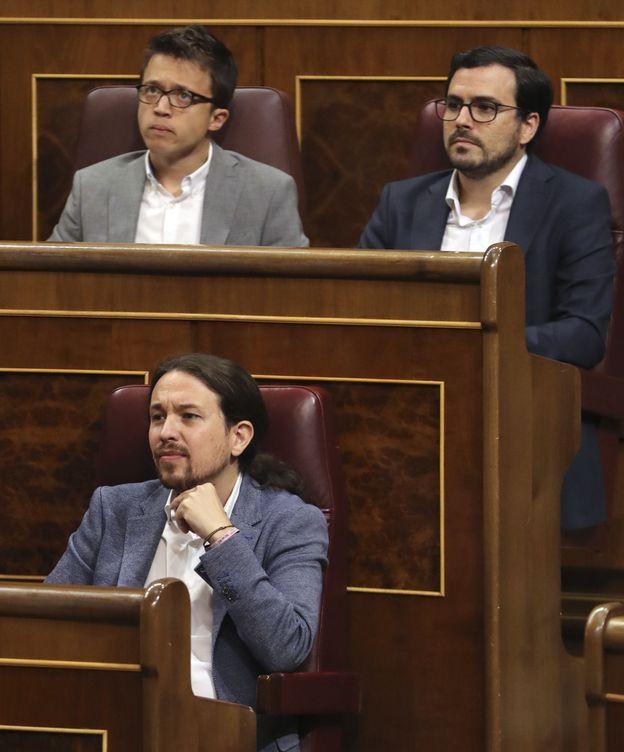 Foto: Pablo Iglesias, Íñigo Errejón y Alberto Garzón con camisa blanca. (EFE)