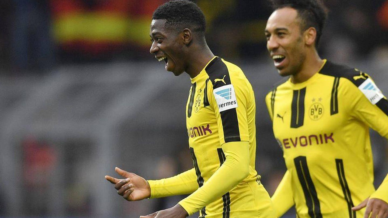 Dembelé celebra un gol en el Dortmund con Aubameyang. (Reuters)