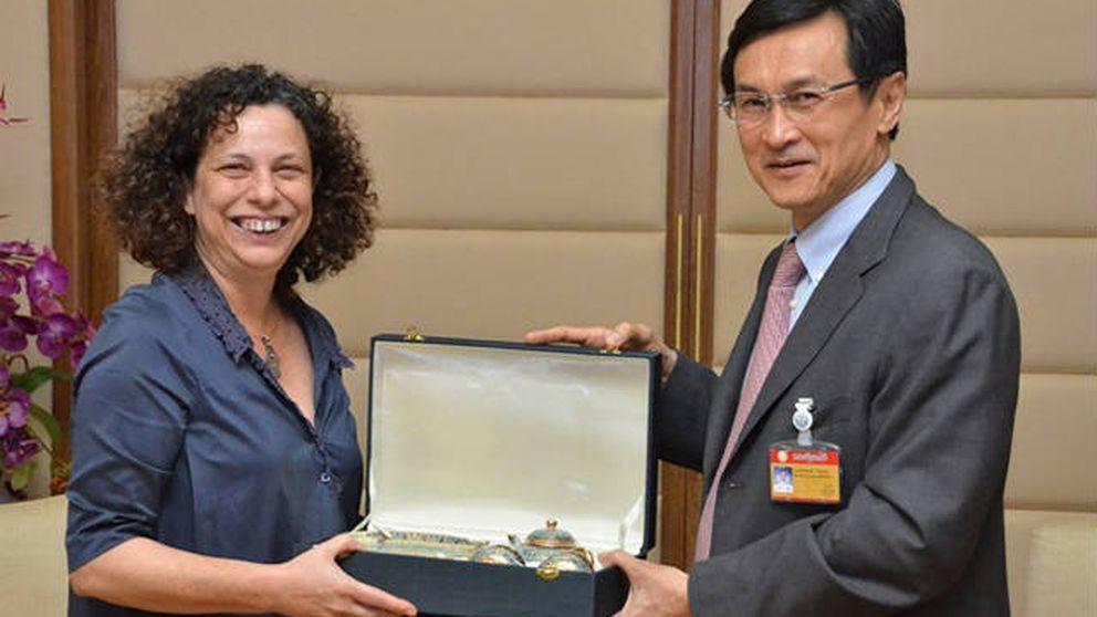 La embajadora de Bangkok engordó una caja B con dinero de la Cruz Roja