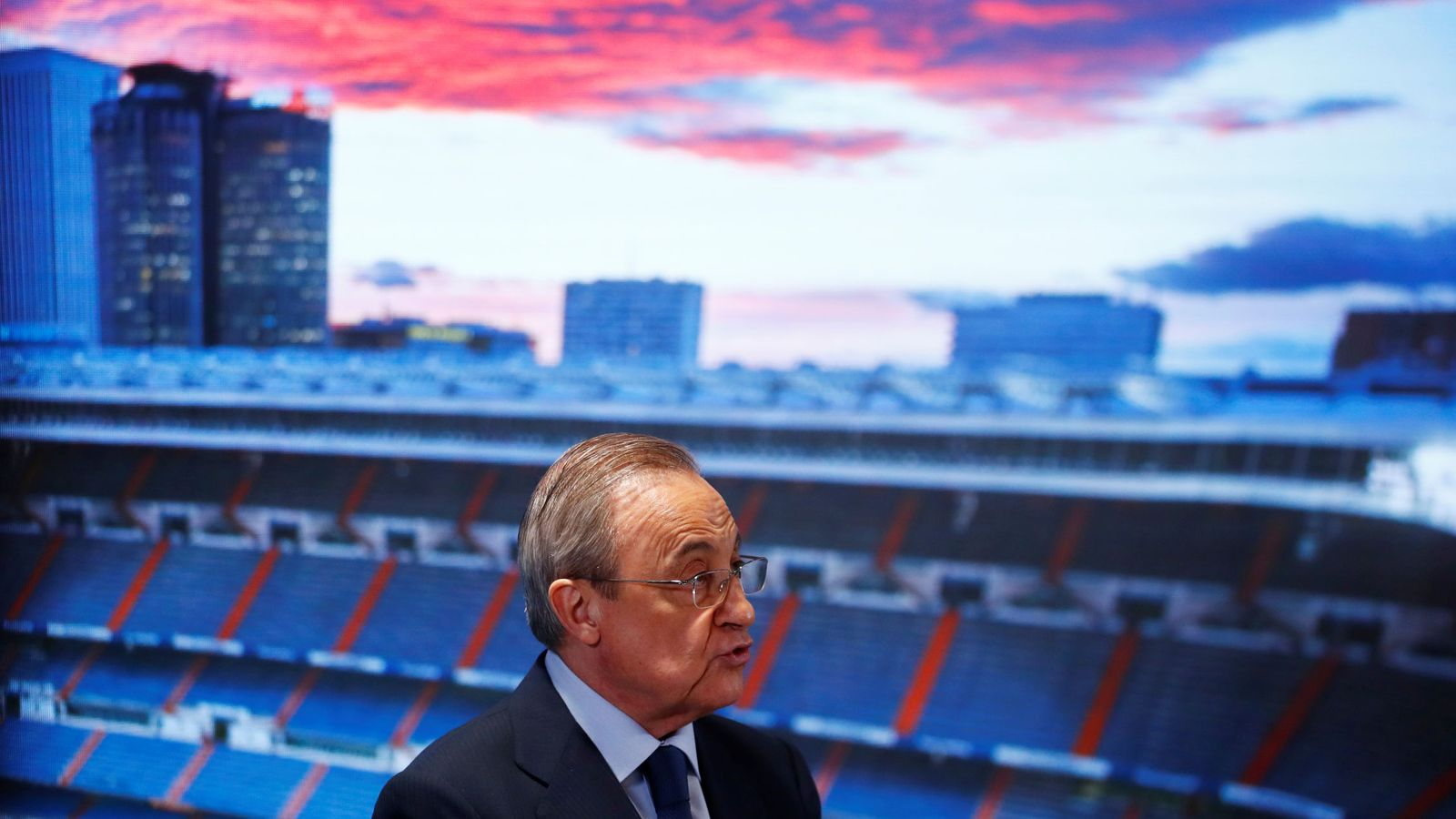 Foto: Florentino Pérez, presidente del Real Madrid, durante la presentación de Militao. (EFE)