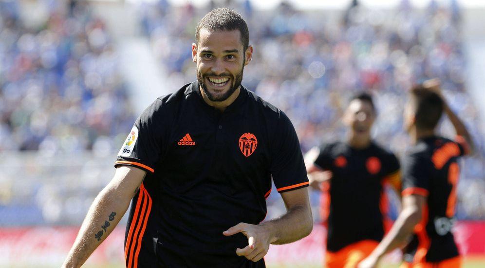 Foto: Mario Suárez celebra un gol marcado con el Valencia la pasada temporada. (EFE)
