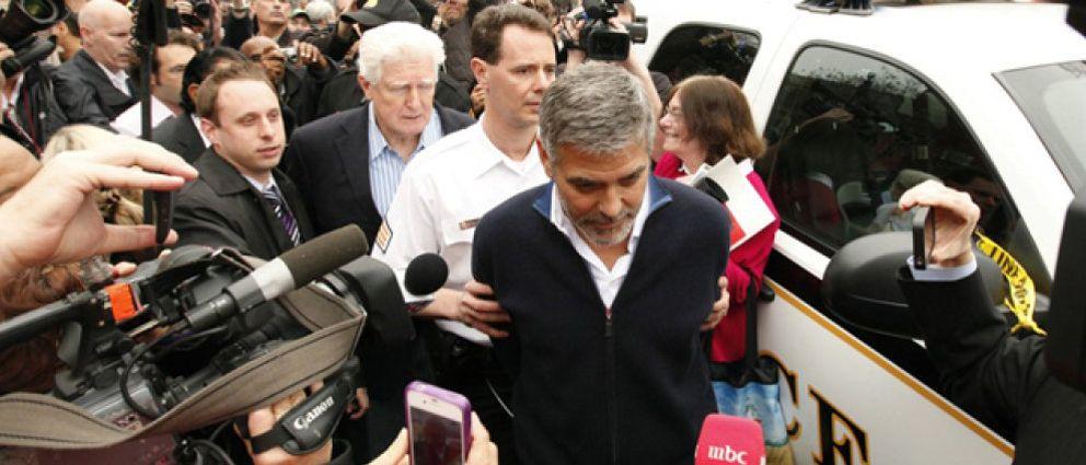 """George Clooney, durante su detención policial: """"Soy Brad Pitt"""""""