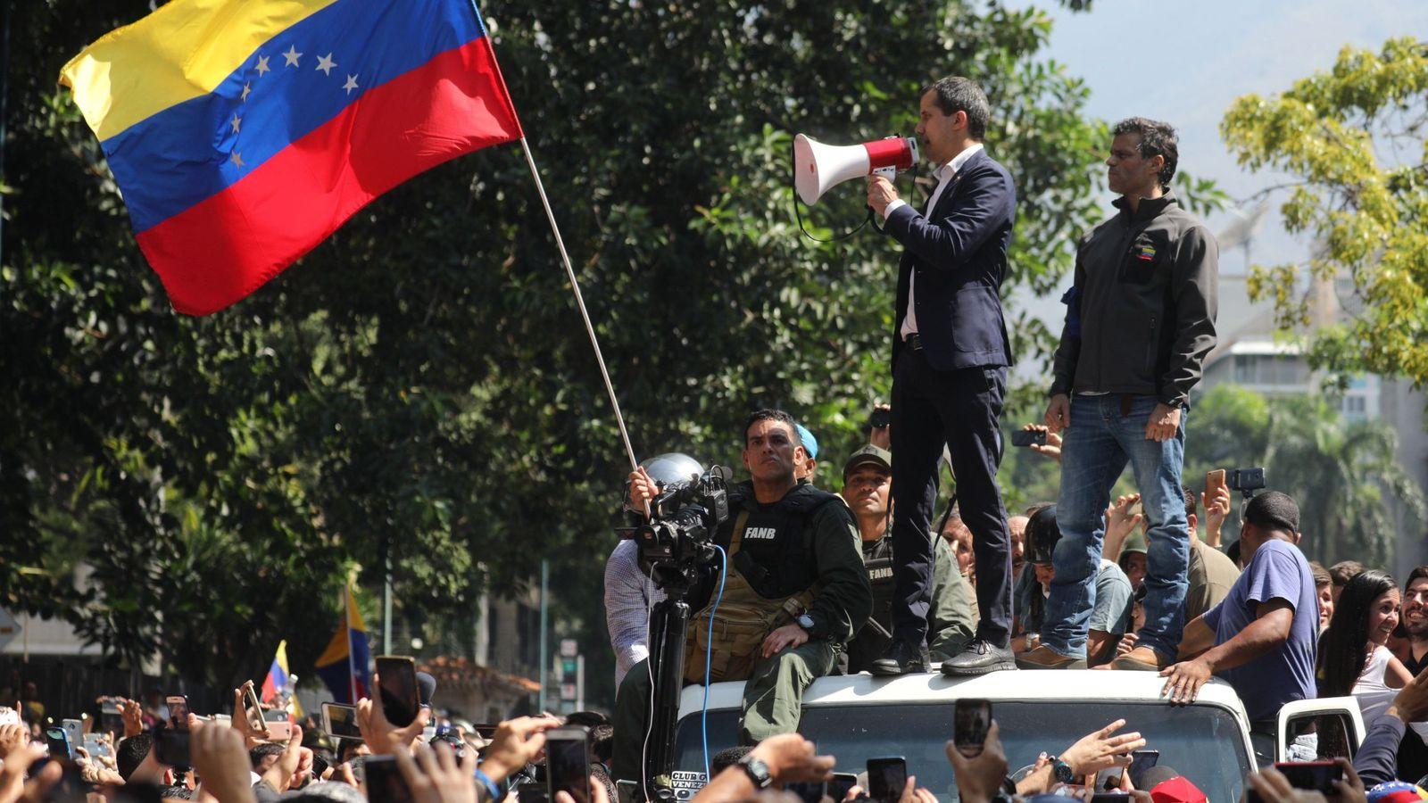 Foto: Juan Guaidó y Leopoldo López participan en la manifestación contra el Gobierno de Nicolás Maduro, este 30 de abril en Caracas. (EFE)