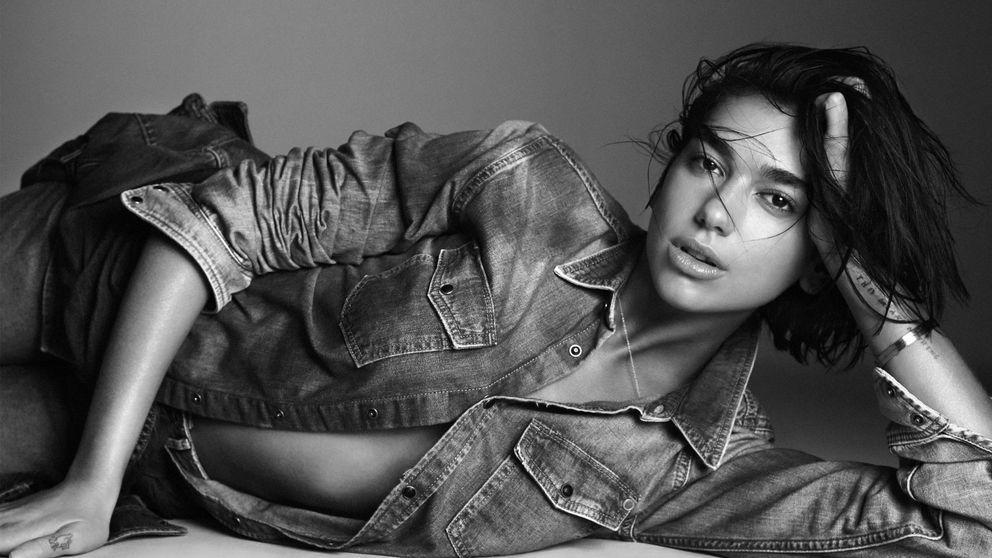 Dua Lipa y Pepe Jeans crean una colección que recupera los 90 en moda