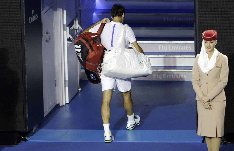Foto: Roger Federer saliendo de una pista de tenis (EFE)