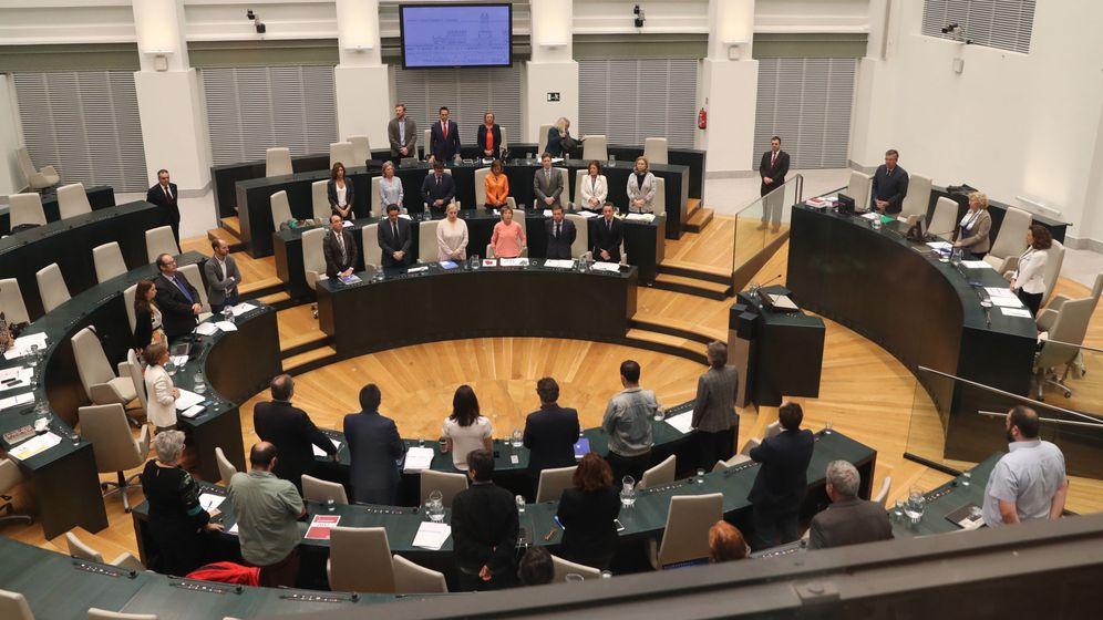 Foto: La bancada del PP en el Ayuntamiento ya sin Esperanza Aguirre, tras haber dimitido. (EFE)