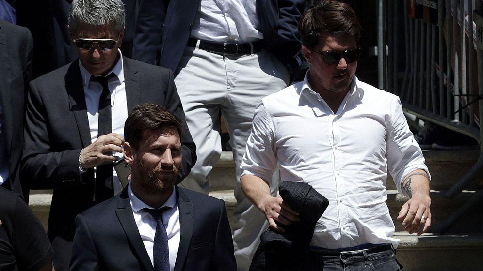 Foto: El jugador del FC Barcelona Lionel Messi, junto a su padre, Jorge Horacio Messi, y su hermano Rodrigo Messi. (Efe)