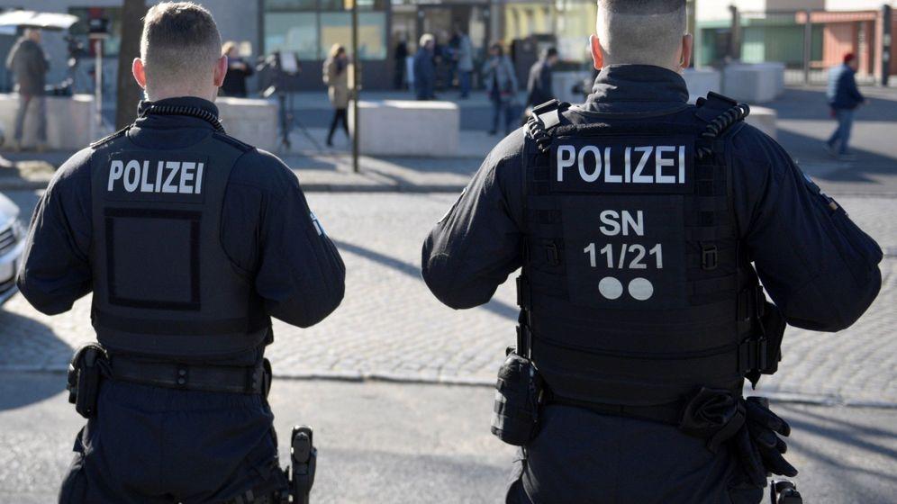 Foto: Dos agentes de la Policía alemana. Foto: Efe