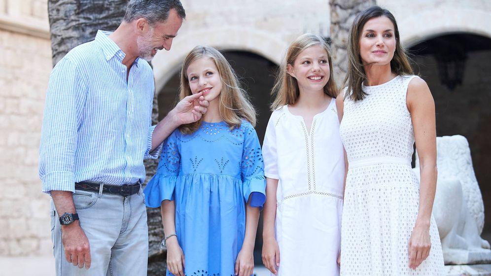 Foto: Los Reyes y sus hijas en el posado de 2018. (Limited Pictures)