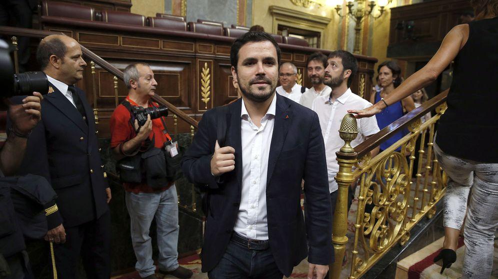 Foto: El lider de Izquierda Unida, Alberto Garzón, a su llegada al hemicíclo del Congreso de los Diputados durante el debate de investidura. (EFE)
