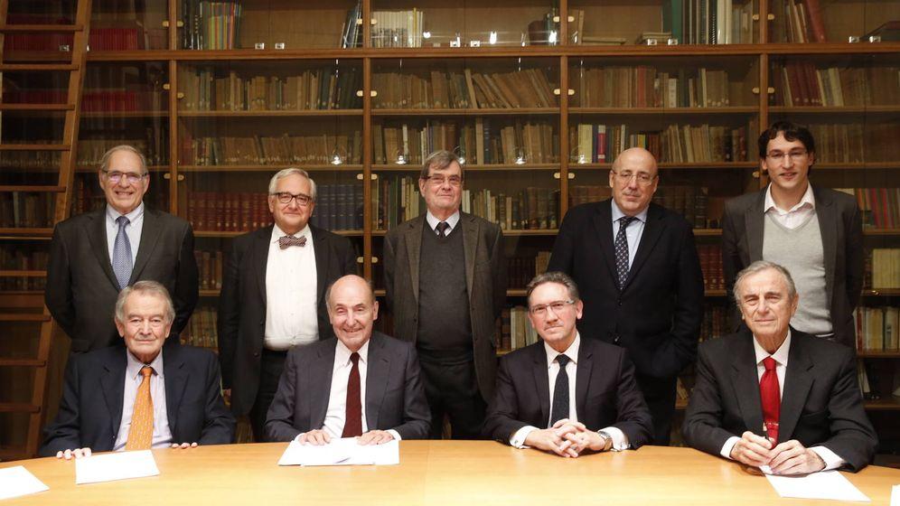 Foto: Integrantes de la Sociedad Económica Barcelonesa de Amigos del País.