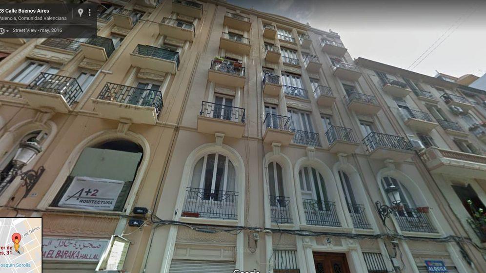 Foto: El edificio de la calle Buenos Aires de Valencia cuyos inquilinos han sido todos desalojados. (Google)