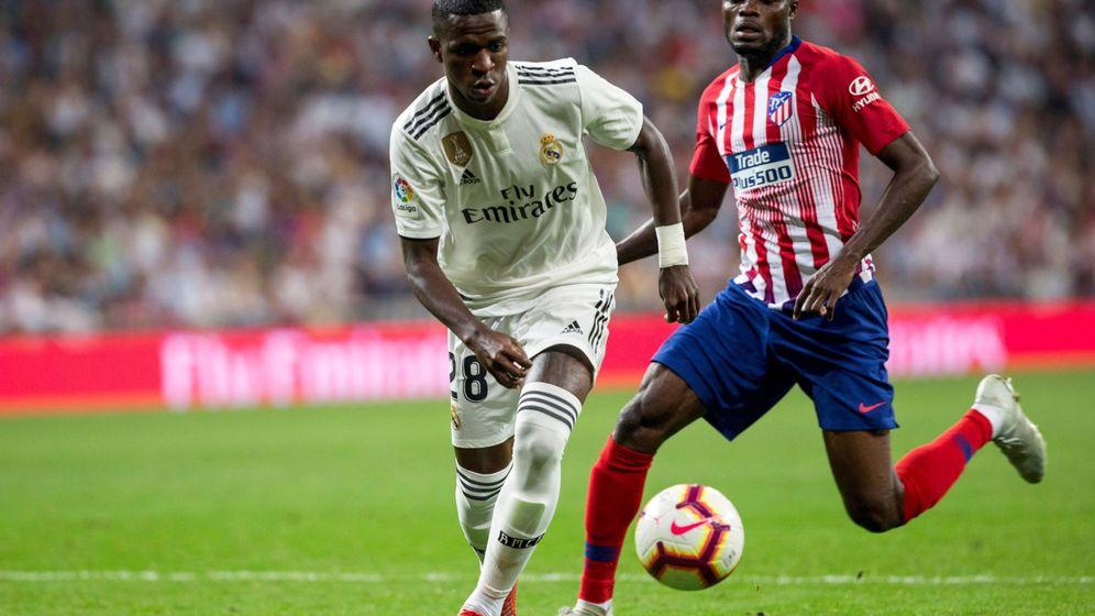 Foto: Vinícius, durante el partido que jugó contra el Atlético de Madrid el día de su debut en el primer equipo. (EFE)