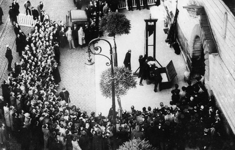 Foto: Última ejecución con guillotina en París en 1939.