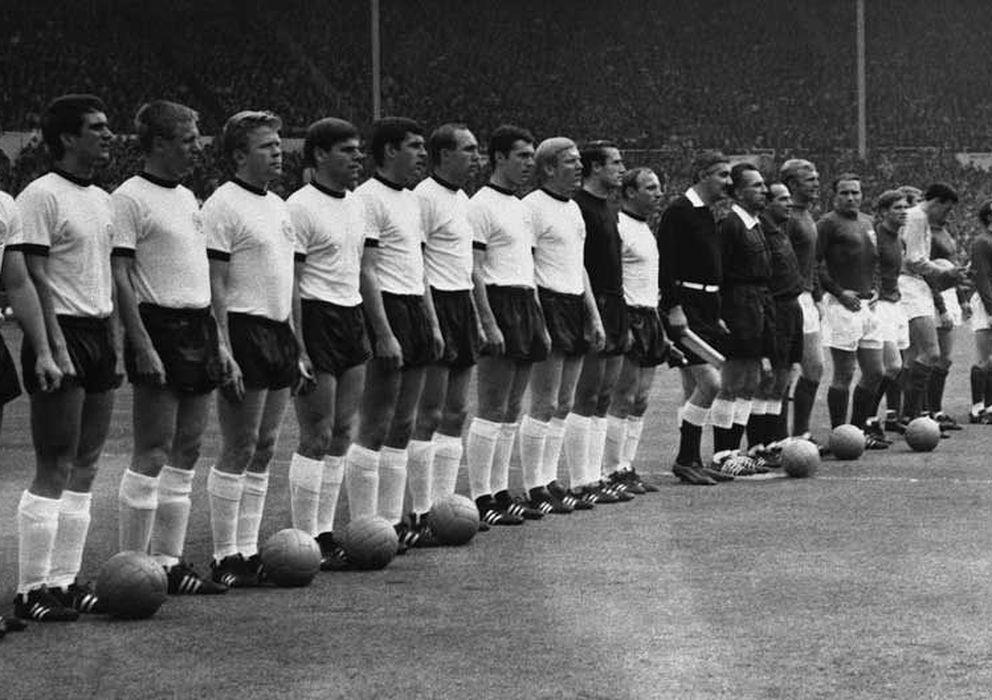 Foto: Imagen de la selección de Alemania Federal y de Inglaterra antes de la final del Mundial de 1966.