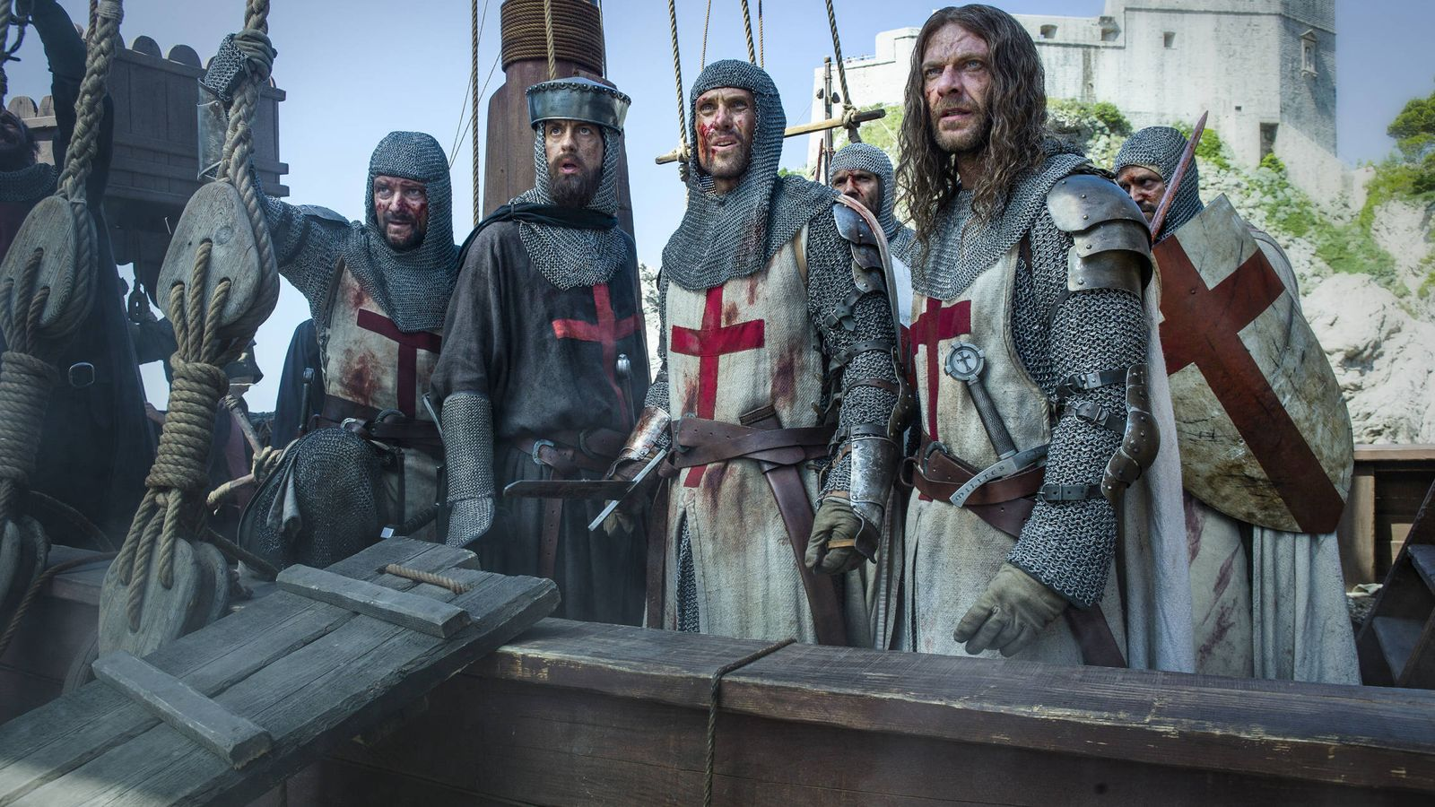 Foto: Tras el asedio de Acre, los Caballeros Templarios emprenden la huida (HBO)