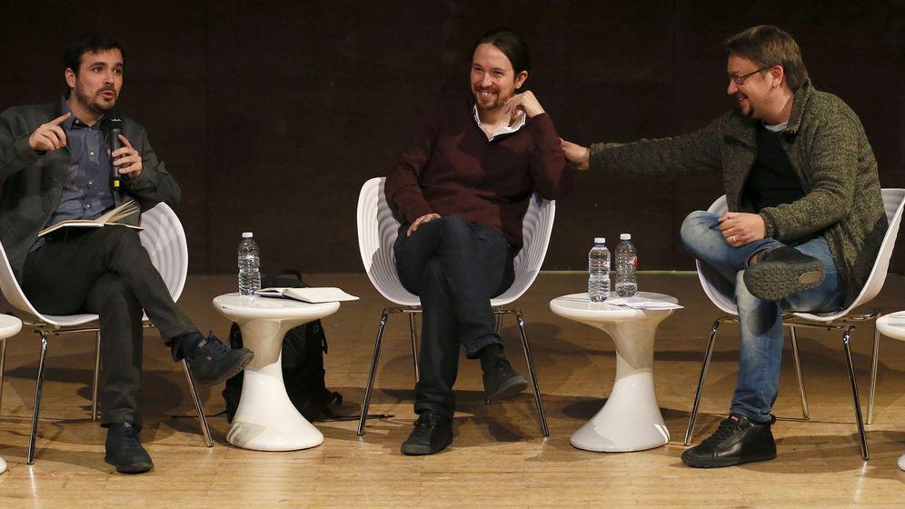 Foto: El secretario general de Podemos, Pablo Iglesias (c); Alberto Garzón (i), coordinador federal de Izquierda Unida; y Xavier Domènech, portavoz de En Comú Podem, durante un debate el pasado viernes. (EFE)