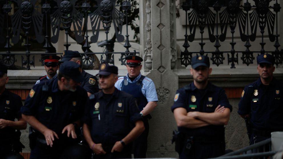 Los Mossos empiezan a ir a los locales electorales con orden de cerrarlos