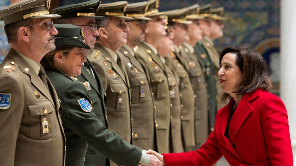 Foto: Margarita Robles, en la capitanía general de Sevilla. (EFE)