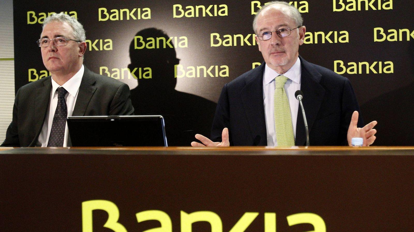 Foto: Francisco Verdú (izda.) y Rodrigo Rato en 2012, cuando eran los dos primeros ejecutivos de Bankia. (EFE)