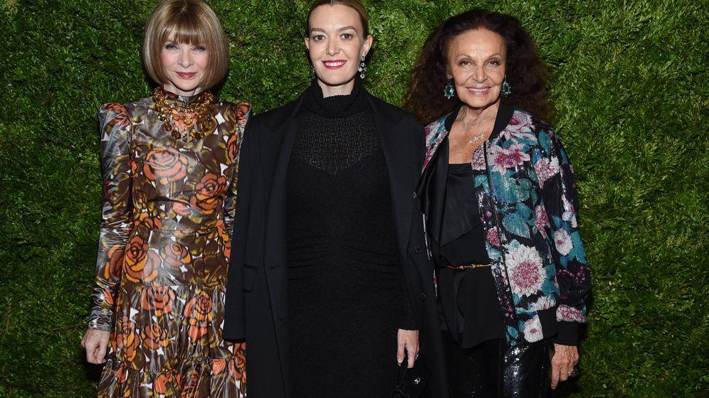 Foto: Anna Wintour, Marta Ortega y Diane von Furstenberg el día que estrenó los zapatos en cuestión (Getty)