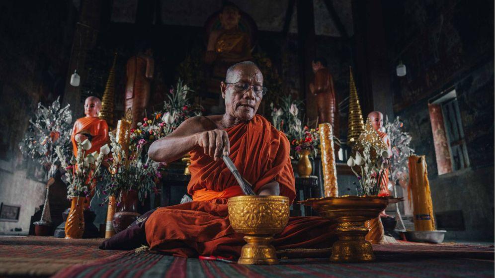 Foto: Monje en el templo de Kampong Tralach. (Oliver Vegas)