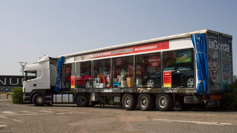 Foto: Camión con los premios de la macrocesta de 'la Gorda'.