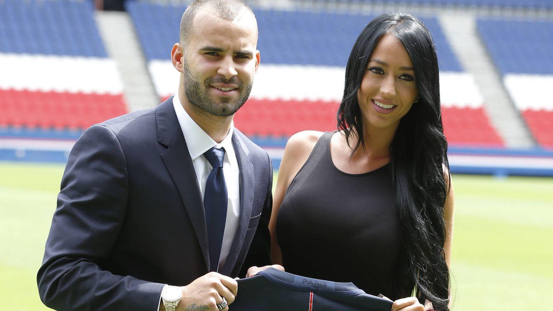 Foto: Jesé Rodríguez y su actual pareja, Aurah Ruiz, en su presentación con el París Saint-Germain (Gtres)