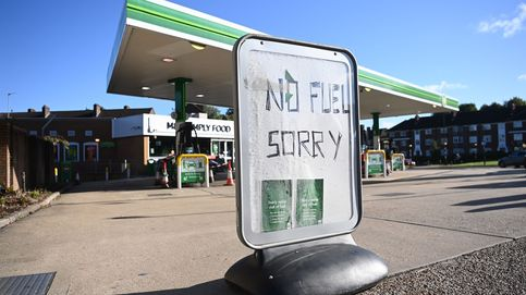 El 'reajuste' del Brexit: Soldados llevando gasolina y cerdos sacrificados en vano