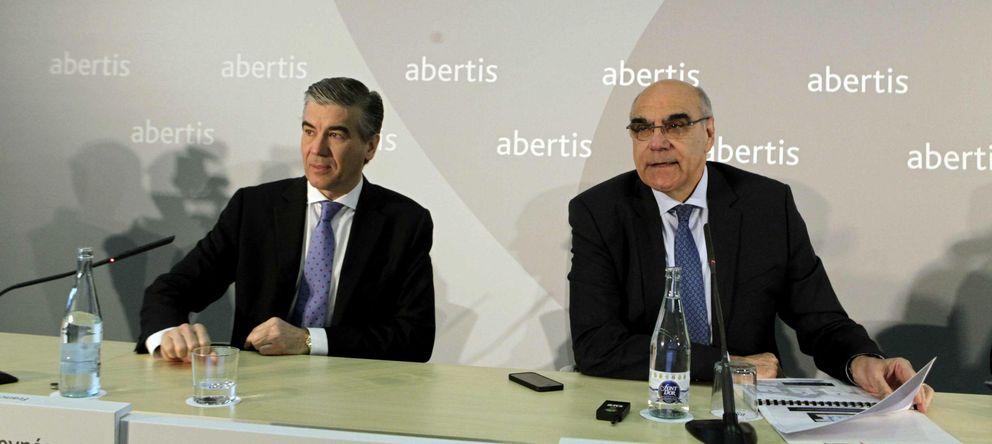 Foto: El consejero delegado de Abertis, Francisco Reynés; y el presidente, Salvador Alemany. EFE