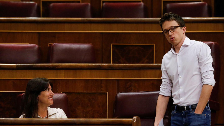 La portavoz de JxCAT en el Congreso, Laura Borràs, con el líder de Más País, Íñigo Errejón. (EFE)