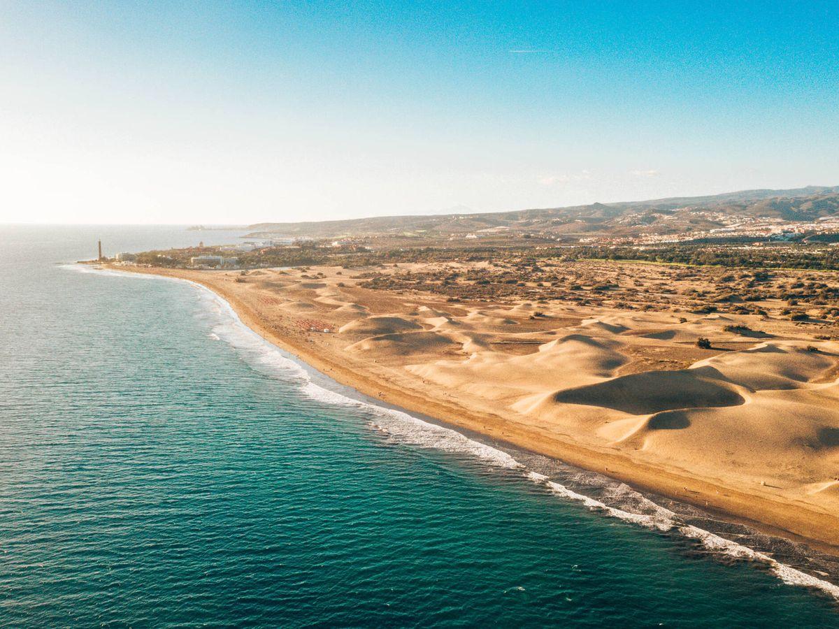 Foto: Vista aérea de las dunas de Maspalomas en la isla de Gran Canaria (iStock)
