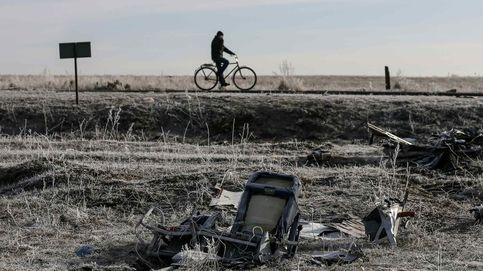 Avión derribado en Ucrania: investigadores hallan restos de un posible misil ruso