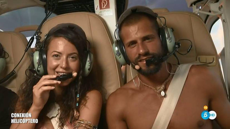 Mahi y Albert, en el helicóptero de 'Supervivientes'. (Telecinco)