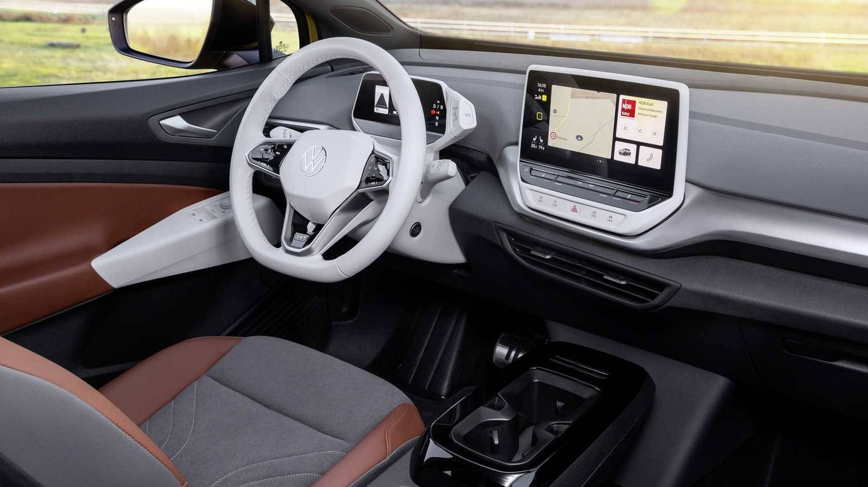 Su interior ofrece diferentes configuraciones de color y es muy similar al del ID.3.