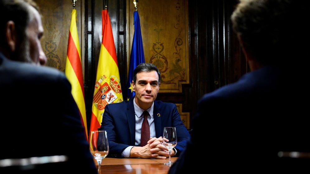 Foto: Pedro Sánchez con representantes empresariales y sindicales. (EFE)
